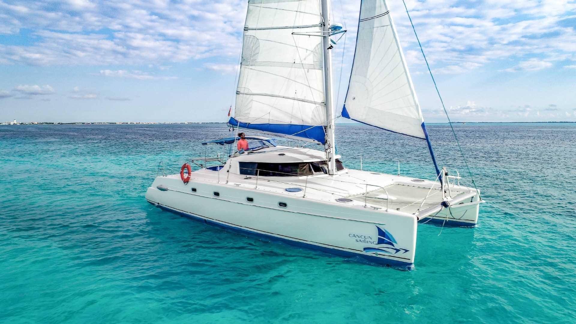2 - LoRes - 4 Vents - Isla Mujeres Catamaran Tour - Cancun Sailing