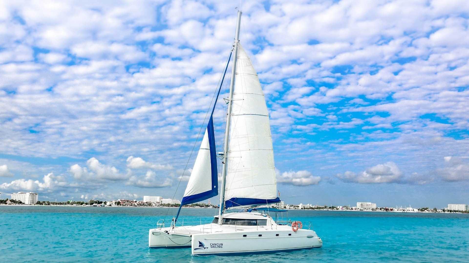 5 - LoRes - 4 Vents - Isla Mujeres Catamaran Tour - Cancun Sailing