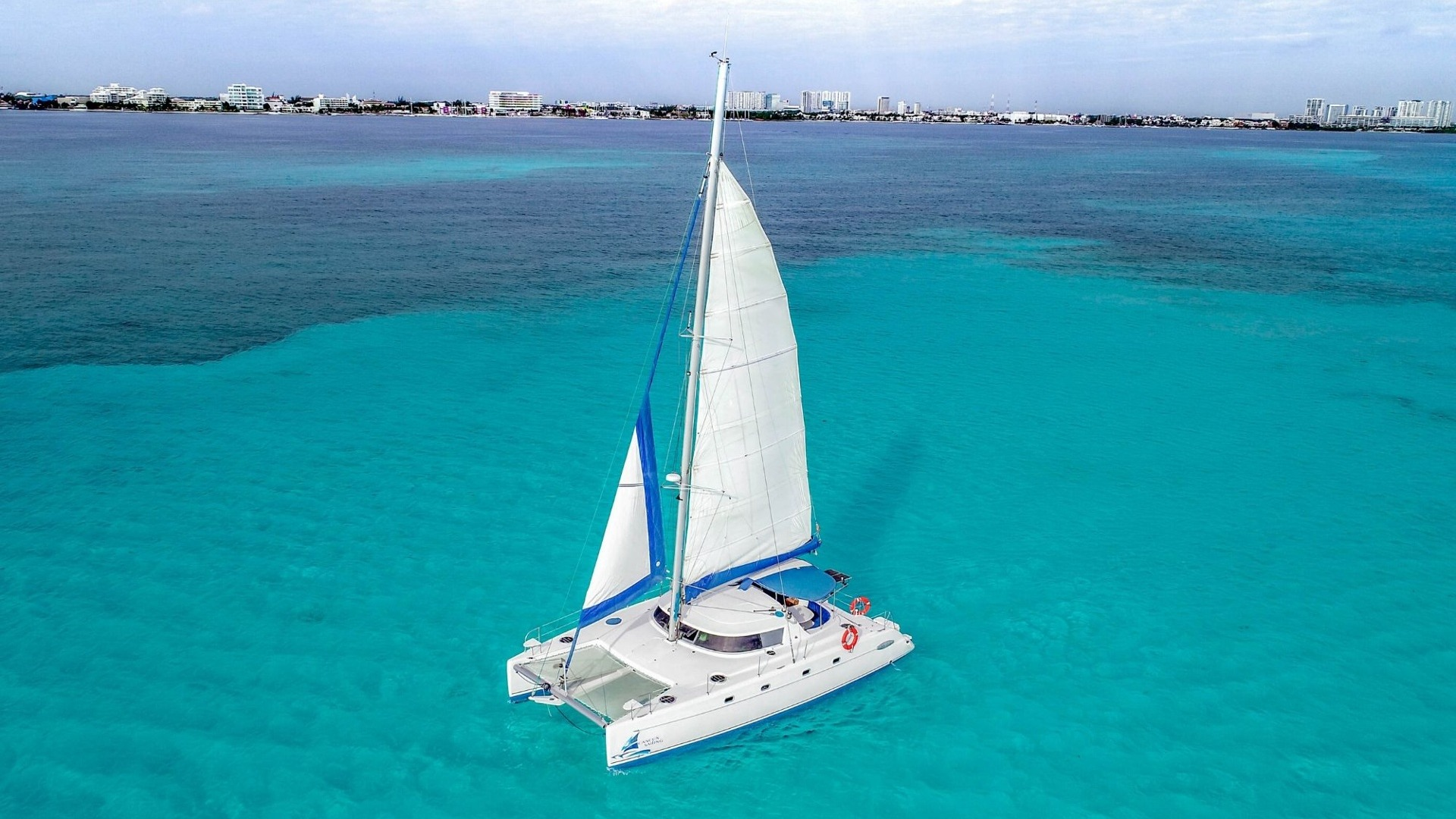 4 Vents - Isla Mujeres Catamaran Tour - Cancun Sailing