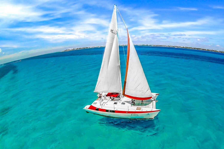 1 - HiRes - Aventuras 2000 X 1333 - Isla Mujeres Catamaran Tour - Cancun Sailing