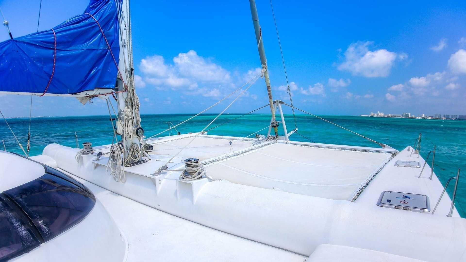 1 - LoRes - Induna - Isla Mujeres Catamaran Tour - Cancun Sailing