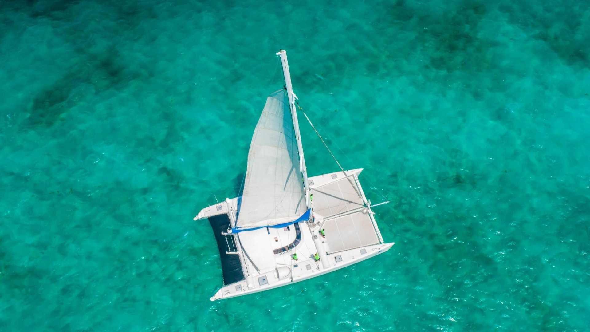 7 - LoRes - Induna - Isla Mujeres Catamaran Tour - Cancun Sailing