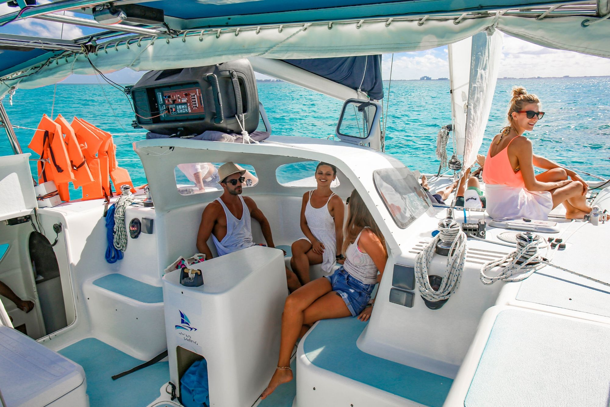 5 Nal Gone - Private tour to Isla Mujeres in catamaran - Cancun Sailing