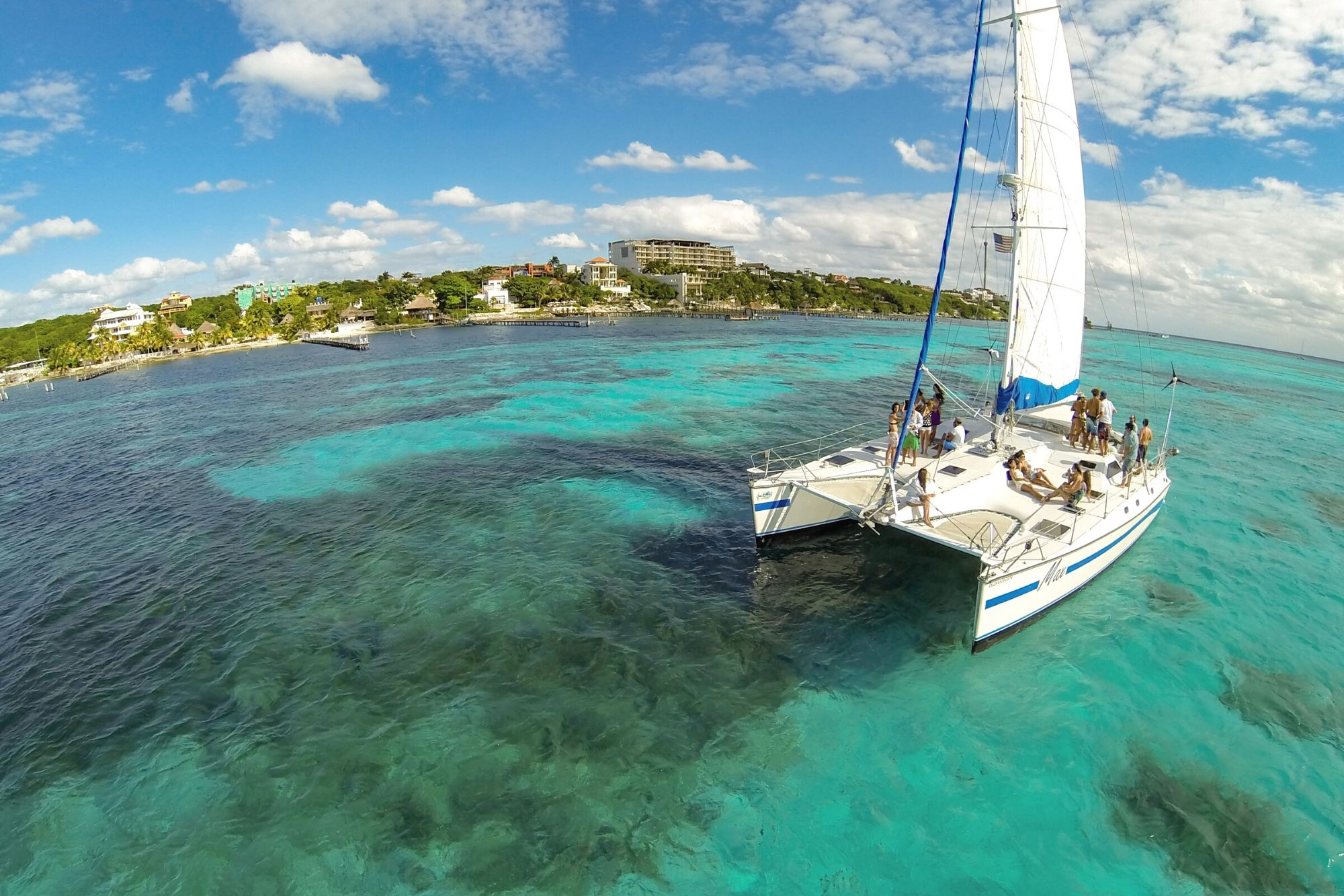 2 Max - Private tour to Isla Mujeres in catamaran - Cancun Sailing