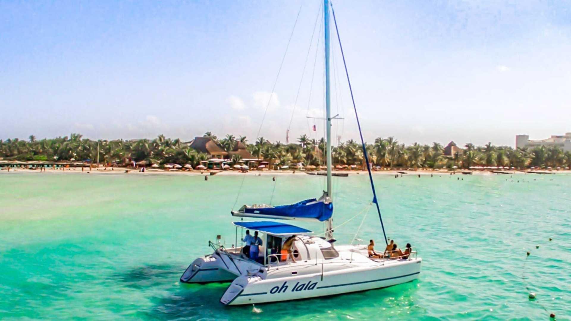 3 - LowRes - Oh La La - Private tour to Isla Mujeres in catamaran - Cancun Sailing