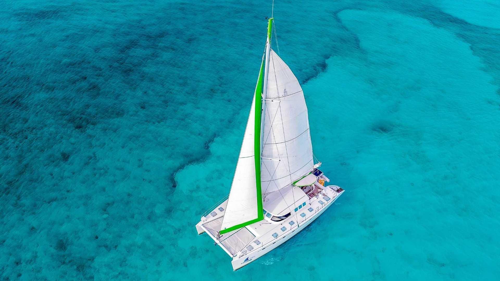 6 - LowRes - Private Isla Mujeres tour in Tiaré catamaran - Cancun Sailing