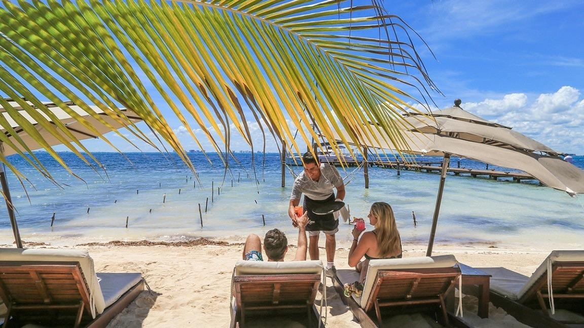 LowRes - zama-beach-club-isla-mujeres-food-beach-cancun-sailing-1