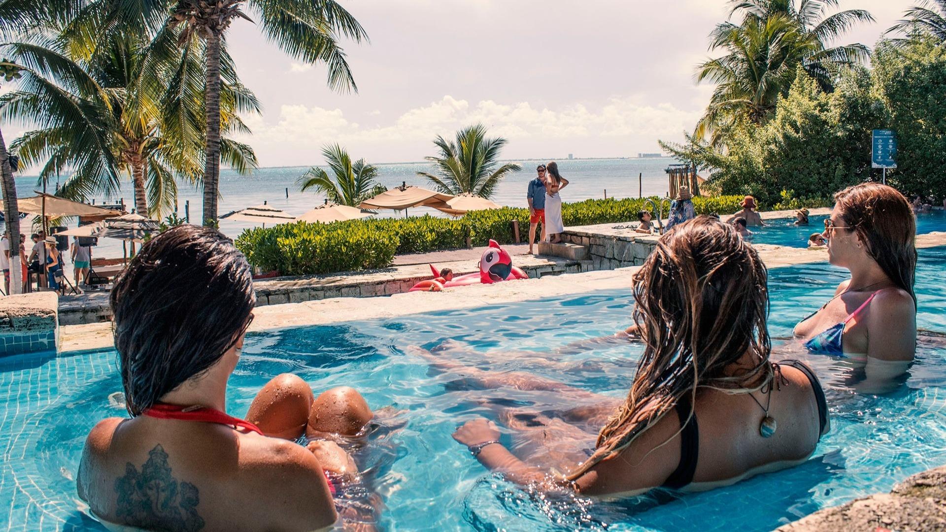 LowRes zama-beach-club-isla-mujeres-relaxing-cancun-sailing-1-1