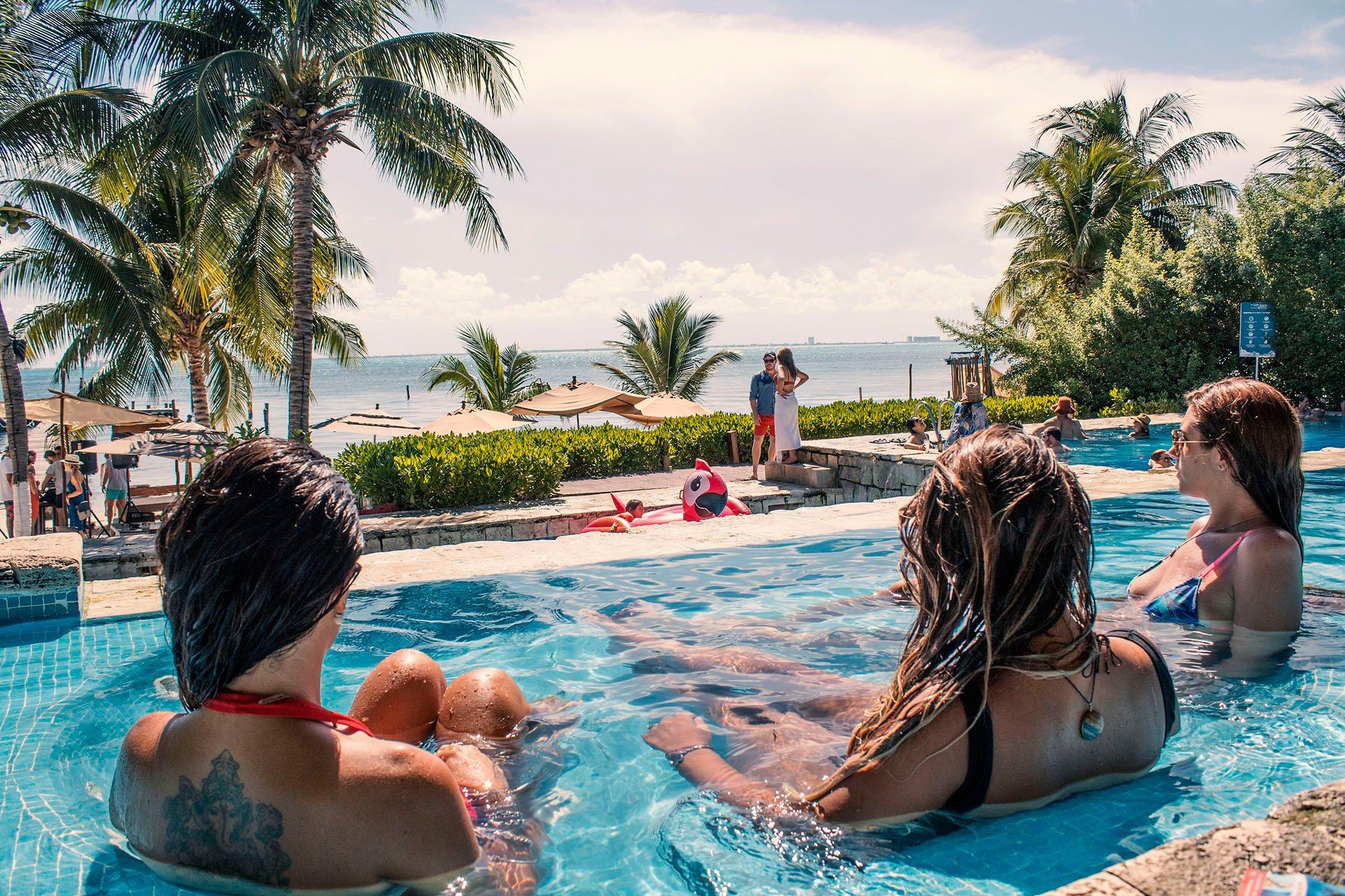 zama-beach-club-isla-mujeres-relaxing-cancun-sailing